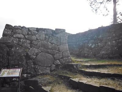 埋門左側石垣