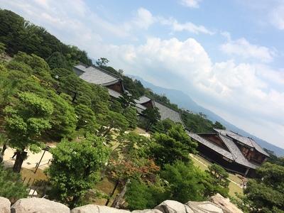 天守閣跡から本丸庭園、比叡山