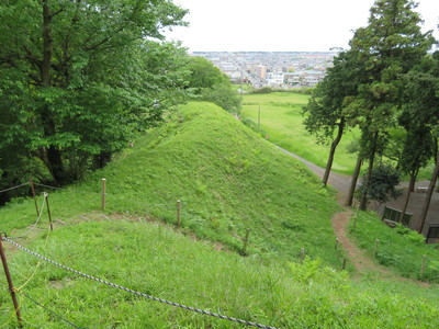 本丸土塁(東側)