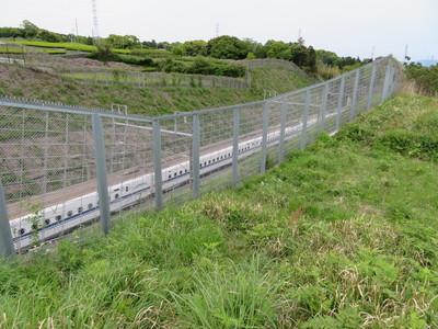 北曲輪から東海道新幹線