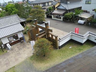 本丸櫓二階から冠木門