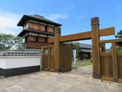 冠木門と本丸櫓
