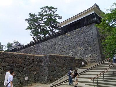 太鼓櫓(右)と中櫓(左)