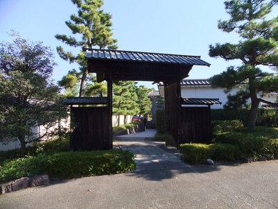 高麗門形式の門