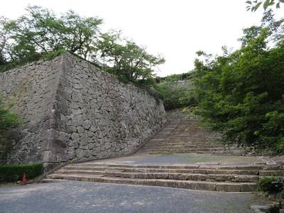 二の丸表中門跡の大階段