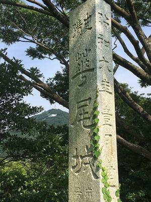本丸跡に建つ石碑