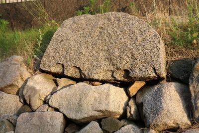 三の丸石垣にひとつ