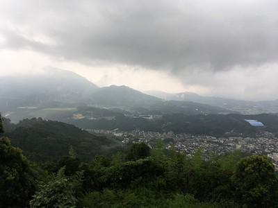 雲に煙る宝満山方面を望む