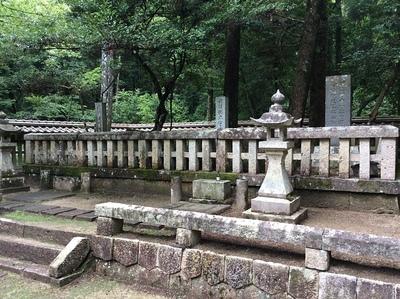 吉川元春と長男元長の墓
