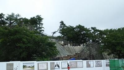 月見櫓跡の石垣解体調査中