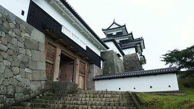 土砂降り直前の前門と三重櫓