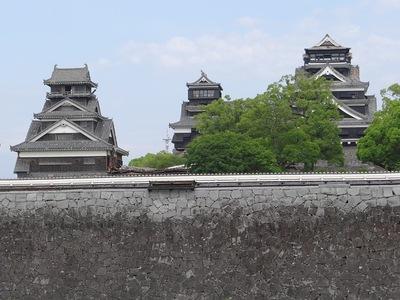 二の丸広場から見た天守と宇土櫓