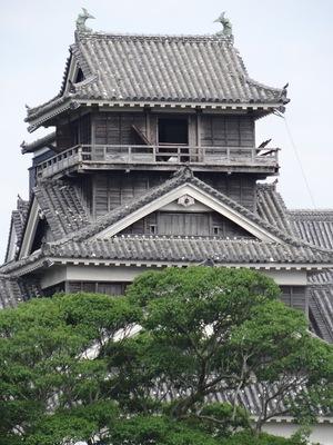 宇土櫓アップ(二の丸広場から)