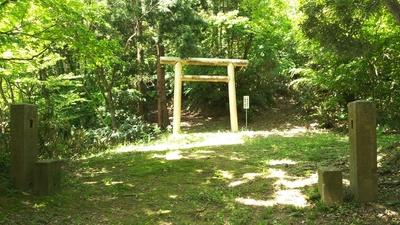 諏訪神社・顕法寺方向との分岐点