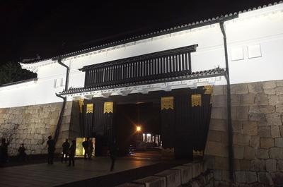 夜の東大手門