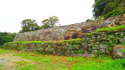 藩主住居跡の石垣(二の丸的場より)