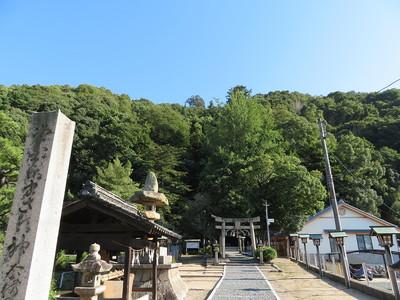 城主館跡にあたる「天別豊姫神社」から神辺城