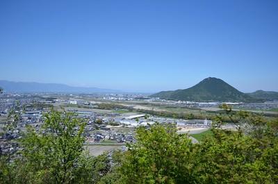 主郭から近江富士が見える。
