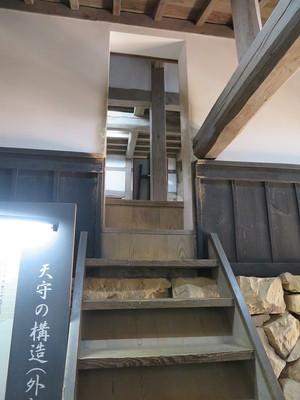 渡り廊下から天守入口