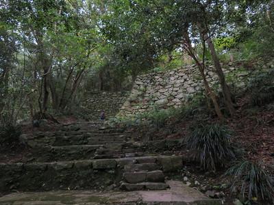 高さのある階段