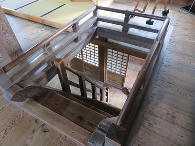 最上階への階段