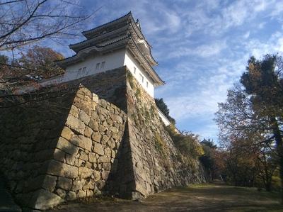 明石城坤櫓を見上げる