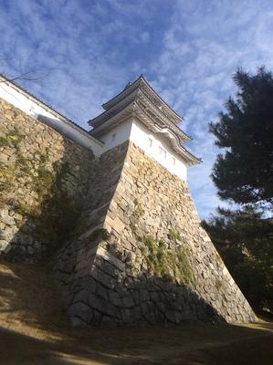明石城巽櫓を見上げる