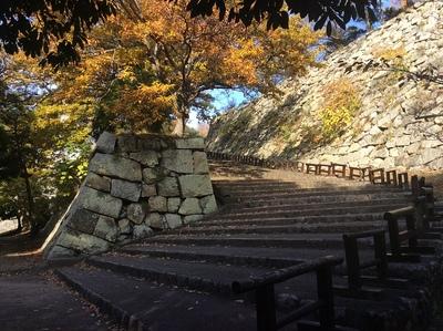 明石城二ノ丸に向かう階段
