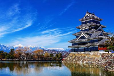 松本城 天守と北アルプス