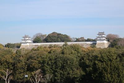 明石駅より坤櫓、巽櫓を望む