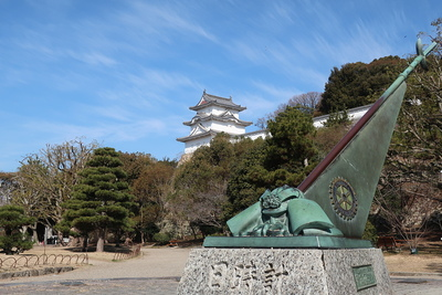 日時計と坤櫓