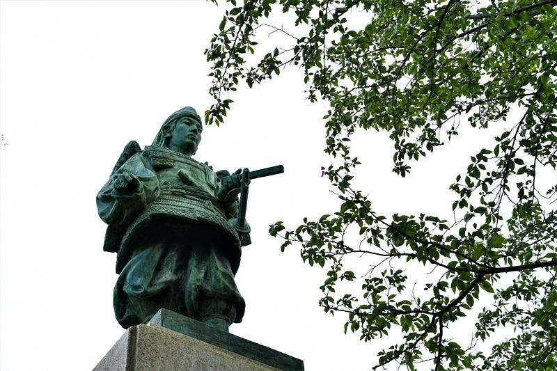 楠木正行公銅像[飯盛城]