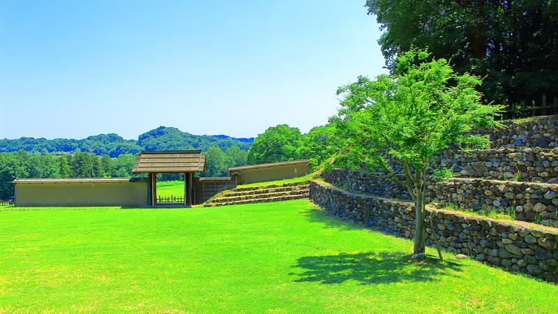 鉢形城 四脚門と石積み土塁
