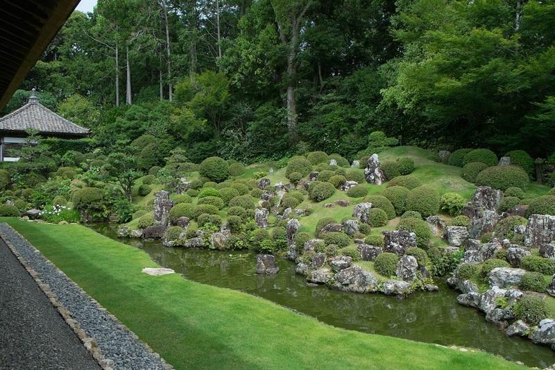 龍潭寺の庭園(夏)