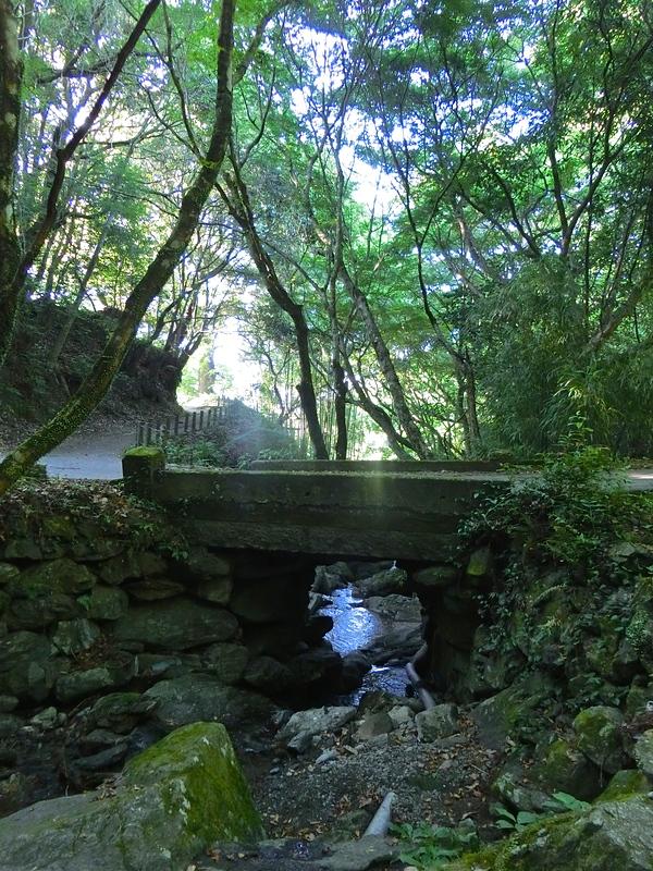 発心公園の裏手にかかる石橋