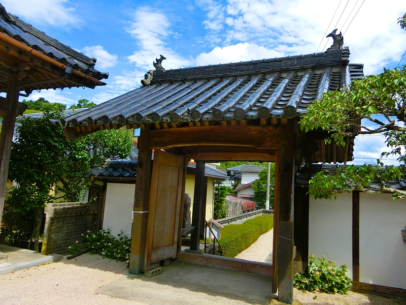 益富城の搦手門(麟翁寺に移設)