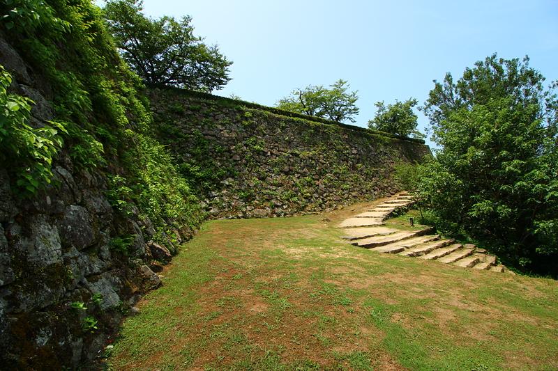 宇和島城 帯曲輪付近からの本丸石垣