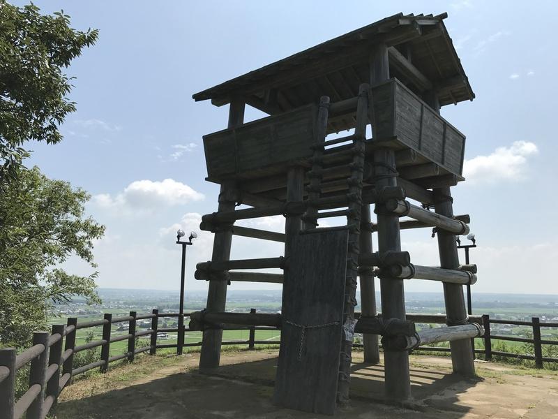 金鑵城の写真:復元物見櫓 | 攻...