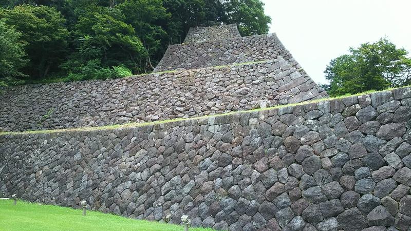 南東の高石垣