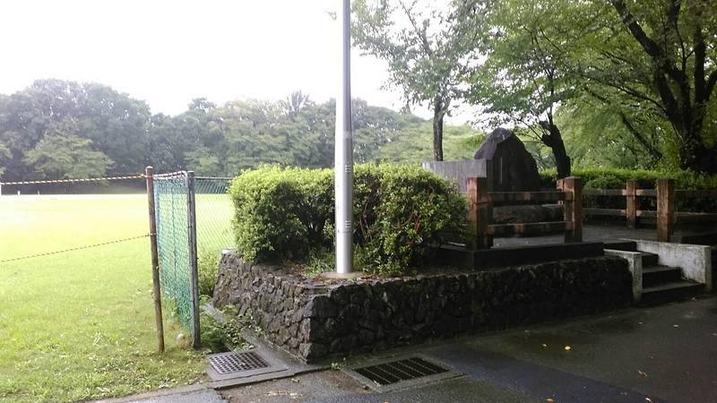 石碑の周りの風景