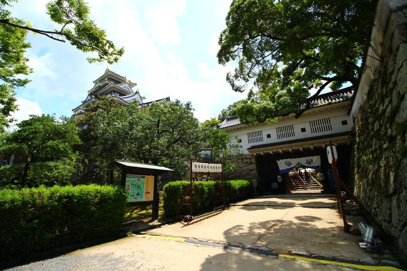 岡山城 廊下門と天守