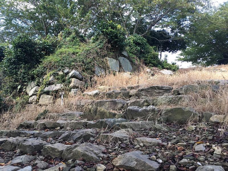 石段と石垣(一の郭下)