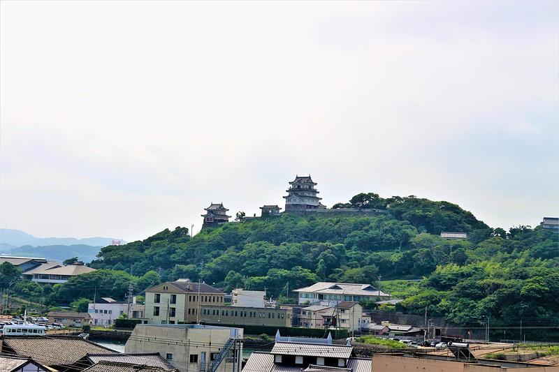 平戸御館から見る平戸城