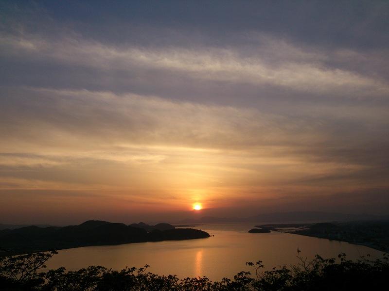 米子城天守台から見た夕日