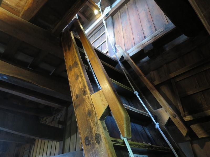 傾斜62度の階段