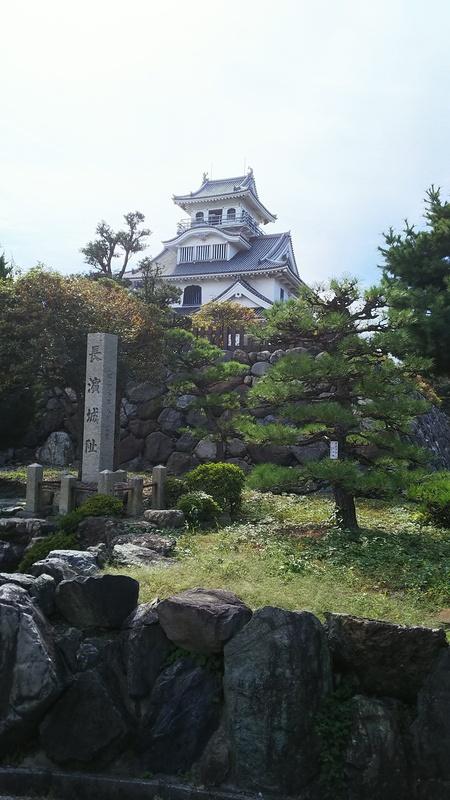 天守閣と石碑