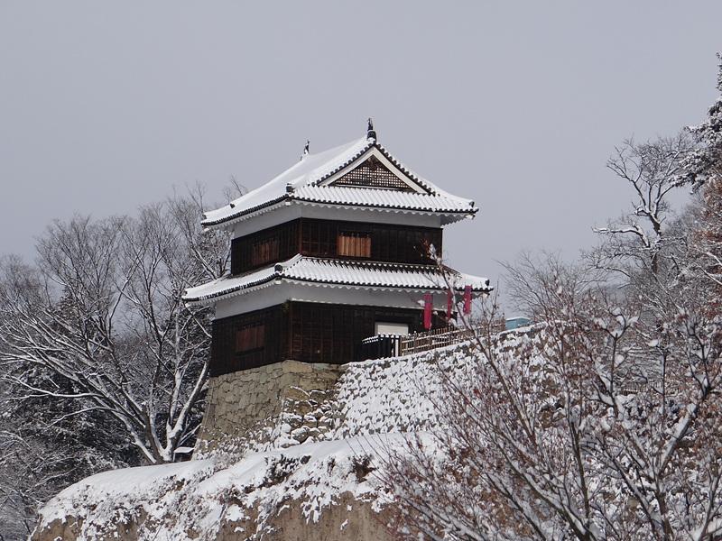 西櫓(尼ヶ淵から)