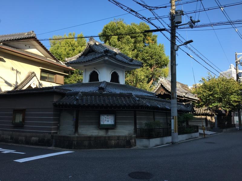城址に建つ極楽寺