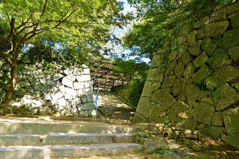 総締門跡石垣