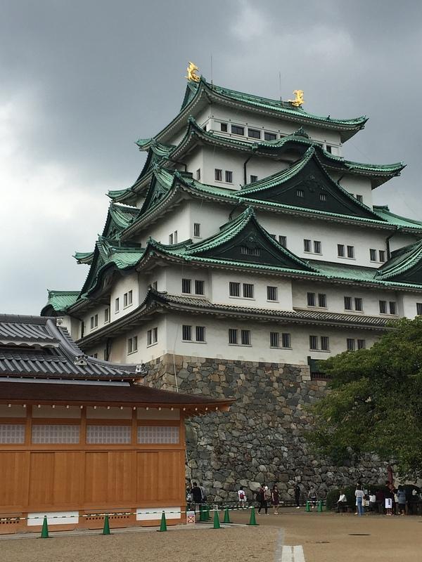 城 の 正面